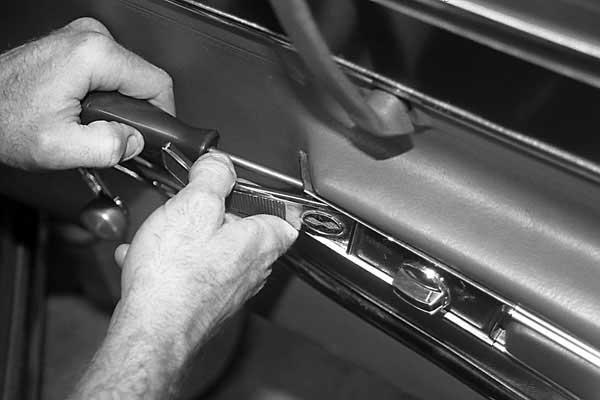 1969 1982 Corvette Door Handle Amp Lock Rod Installation